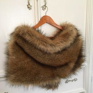 Accessories - Faux fur shrug /jacket o/s